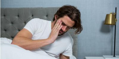 Warum sind Zahnschmerzen nachts schlimmer?